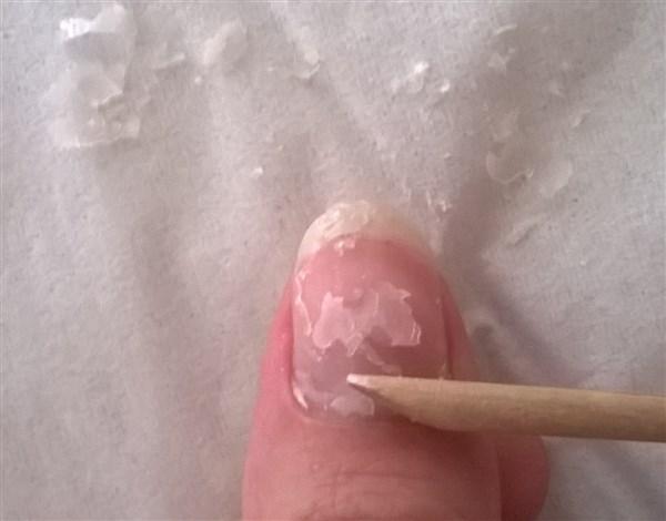 Enlever son vernis à ongles grâce aux papillotes!