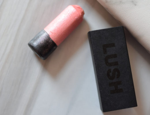 Glow Stick de Lush : Du Glowy Glowy! - Mon Petit Quelque Chose